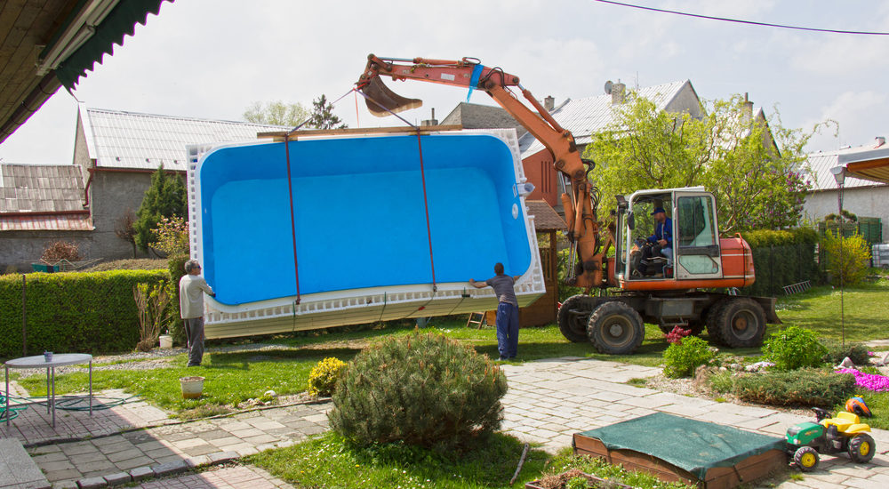 Swimmingpool im Kleingarten einbauen
